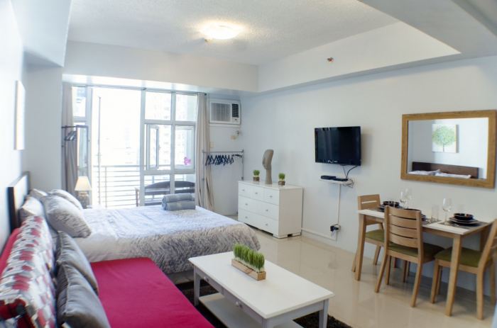 Studio Unit with Balcony For Sale at Greenbelt Chancellor